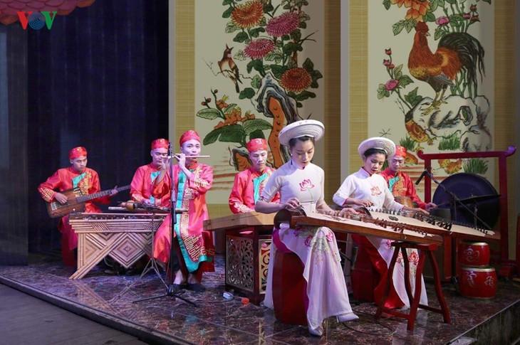 Thưởng thức nghệ thuật truyền thống ở Hạ Long - ảnh 1