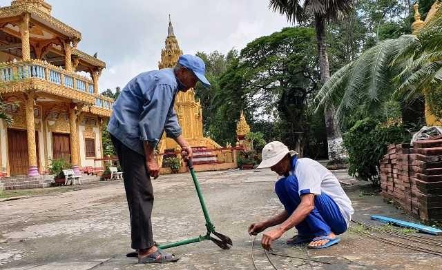 Đội lão nông xây cầu nông thôn từ thiện - ảnh 2