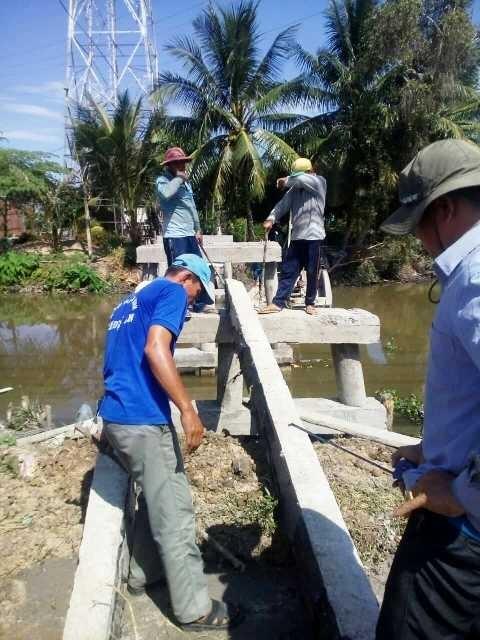 Đội lão nông xây cầu nông thôn từ thiện - ảnh 3
