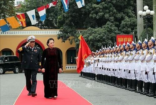 Chủ tịch Quốc hội Nguyễn Thị Kim Ngân thăm, chúc mừng cán bộ, chiến sĩ Quân chủng Hải quân - ảnh 1