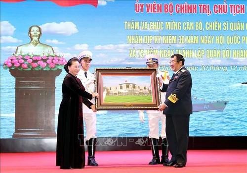 Chủ tịch Quốc hội Nguyễn Thị Kim Ngân thăm, chúc mừng cán bộ, chiến sĩ Quân chủng Hải quân - ảnh 2