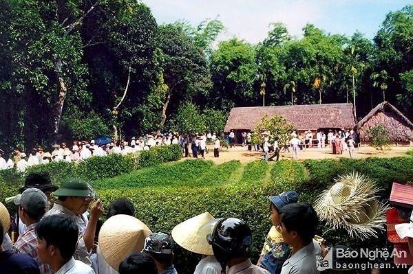 Người dân hành hương về Khu di tích Kim Liên, tưởng nhớ Chủ tịch Hồ Chí Minh đầu năm mới Canh Tý 2020 - ảnh 1
