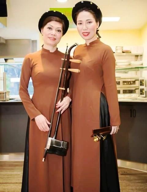Biểu diễn trang phục truyền thống Việt Nam và Tiếng hát quê hương tại CHLB Đức - ảnh 2