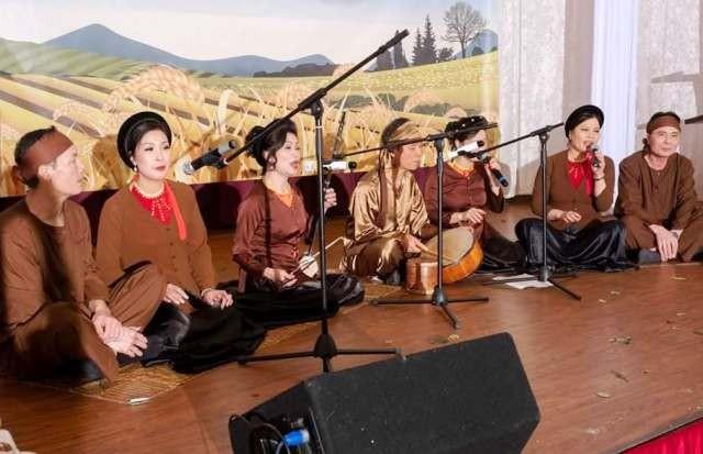 Biểu diễn trang phục truyền thống Việt Nam và Tiếng hát quê hương tại CHLB Đức - ảnh 3