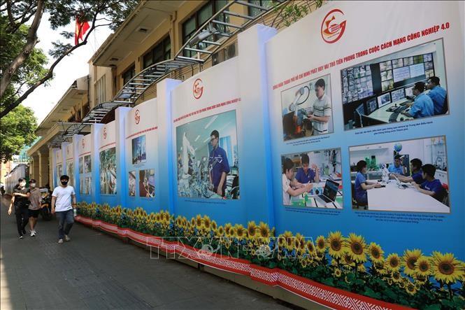 Triển lãm ảnh Thành phố Hồ Chí Minh 45 năm xây dựng và phát triển vì cả nước, cùng cả nước - ảnh 1