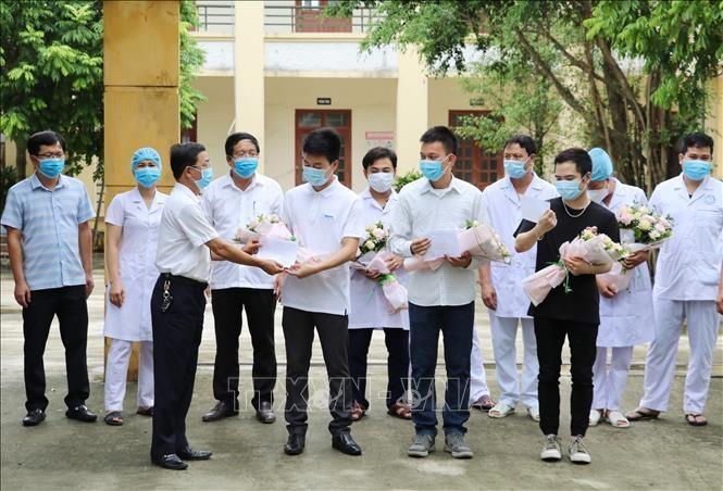 Tỉnh Ninh Bình công bố 3 bệnh nhân khỏi bệnh Covid-19 - ảnh 1