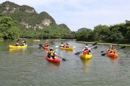 Di sản Thế giới Tràng An mở thêm dịch vụ chèo thuyền Kayak - ảnh 1