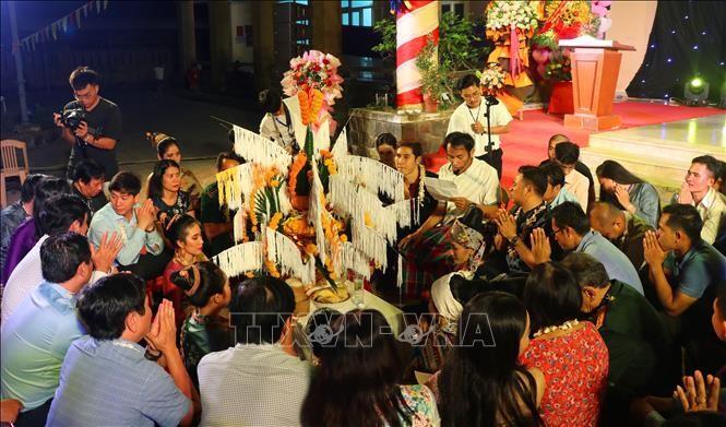 Lưu học sinh Lào vui Tết cổ truyền Bunpimay trên đất Cố đô Huế - ảnh 1