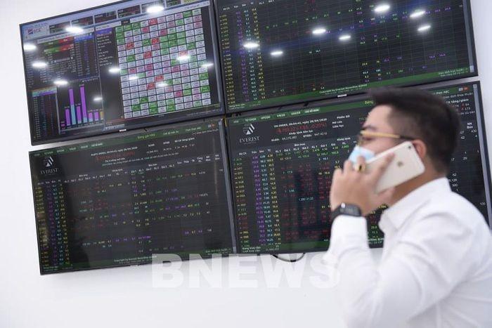 Chứng khoán Việt Nam lập đỉnh mới về điểm và thanh khoản - ảnh 1