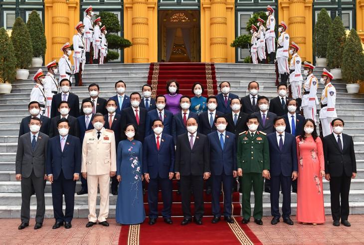 Hai nhiệm vụ trọng tâm của Chính phủ là chống dịch hiệu quả và thực hiện nhiệm vụ phát triển kinh tế-xã hội - ảnh 1