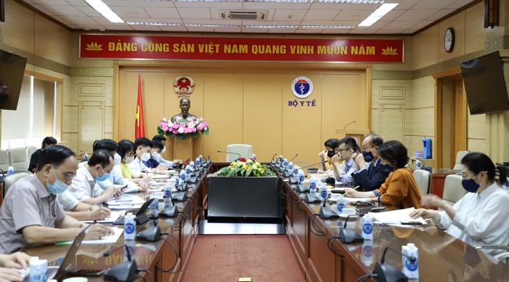 """Việt Nam """"đi đúng hướng"""" trong việc áp dụng các biện pháp phòng, chống dịch - ảnh 1"""