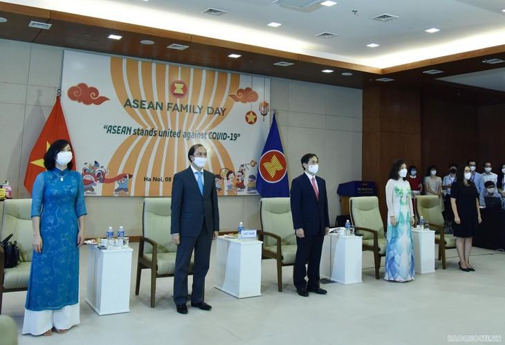 Lễ chào cờ và Ngày Gia đình ASEAN và Ngày thành lập ASEAN - ảnh 1