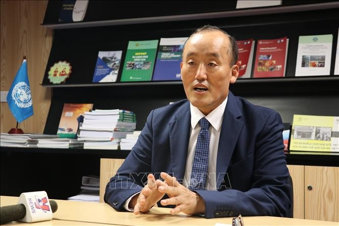 Trưởng Đại diện WHO tại Việt Nam: Chiến lược ứng phó khẩn cấp với dịch COVID-19 của Việt Nam là mạnh mẽ, đúng hướng - ảnh 1