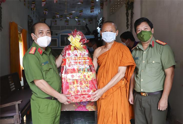 Vĩnh Long chăm lo lễ Sen Đôn Ta đồng bào Khmer - ảnh 1