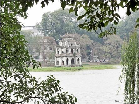 Suasana di sekitar Danau Hoan Kiem di kota Hanoi - ảnh 1