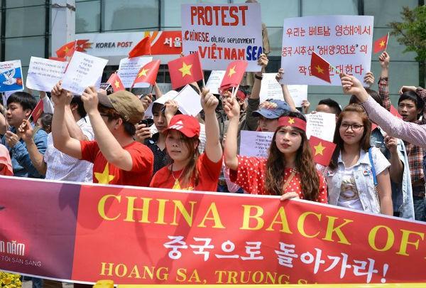 """Komunitas orang Vietnam di Republik Korea Selatan sumberikan derma untuk mendukung program """"Bersama-sama membela Laut Timur"""