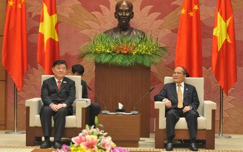 Ketua MN Nguyen Sinh Hung menerima Wakil Ketua Kongres Nasional Rakyat Tiongkok - ảnh 1