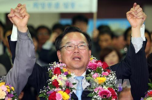 Partai oposisi merebut kemenangan secara mendadak dalam pemilu parlemen Republik Korea - ảnh 1
