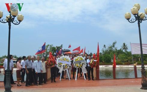 Upacara membakar hio memperingati ultah ke-126 Hari Lahirnya Presiden Ho Chi Minh. - ảnh 1