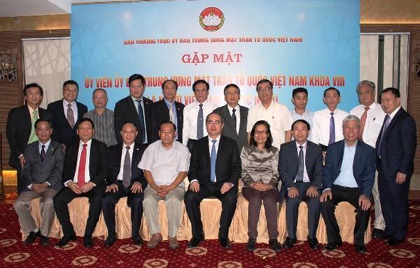 Pemimpin Pengurus Besar Front Tanah Air bertemu dengan anggota -nya yang adalah diaspora Vietnam - ảnh 1