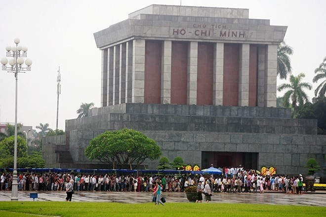 Hari Raya Tet merupakan kesempatan bagi warga Vietnam berkiblat ke asal usul - ảnh 1