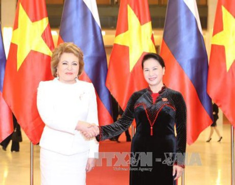 Turut mengembangkan lebih lanjut lagi hubungan persahabatan dan kerjasama baik antara badan legislatif Vietnam-Federasi Rusia - ảnh 1