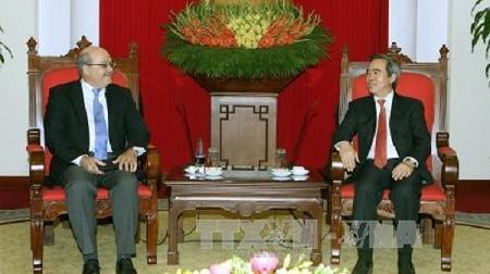 Kepala Departemen Ekonomi KS PKV Nguyen Van Binh menerima delegasi pakar IMF - ảnh 1