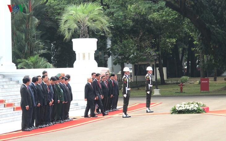 Presiden Indonesia, Joko Widodo memimpin upacara penyambutan resmi untuk Sekjen Nguyen Phu Trong - ảnh 3