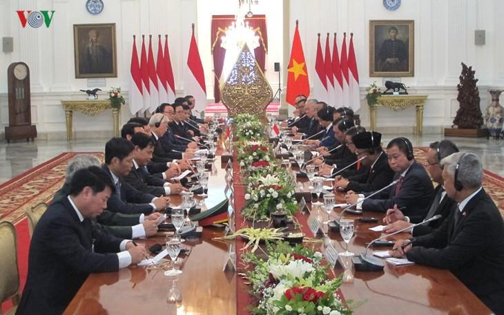 Presiden Indonesia, Joko Widodo memimpin upacara penyambutan resmi untuk Sekjen Nguyen Phu Trong - ảnh 8