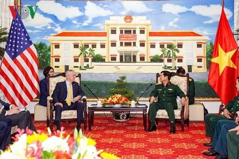 Vietnam dan AS memperkuat kerjasama di bidang pertahanan - ảnh 1
