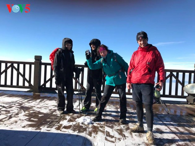 Salju menutupi puncak Fansipan  - ảnh 5