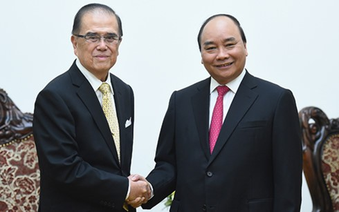 Prime Minister Nguyen Xuan Phuc receives Malaysia's former Senate President  - ảnh 1