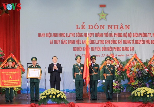 President bestows Hero of the People's Armed Forces title on Hai Phong border guards - ảnh 1