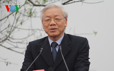 Party chief Nguyen Phu Trong heads to Cambodia - ảnh 1