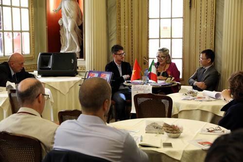 Italian scholar unveils publication on Vietnam's sea and island sovereignty - ảnh 1