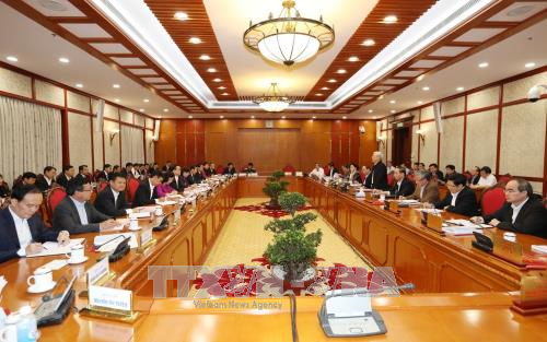 Party leader works with Hanoi Party Committee - ảnh 1