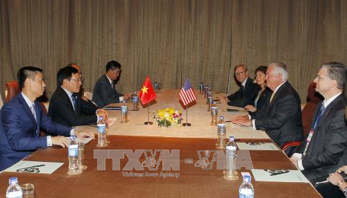 Deputy Prime Minister meets US Secretary of State - ảnh 1