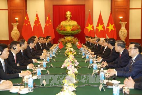 Vietnam, China sign and exchange 19 cooperative documents - ảnh 1