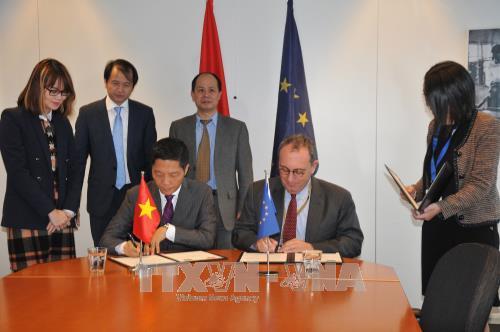 EU, Vietnam seek to sign bilateral free trade deal - ảnh 1