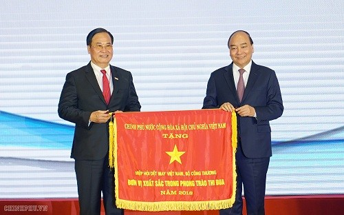 PM attends ceremony on 20th anniversary of Vietnam Textile and Apparel Association  - ảnh 1