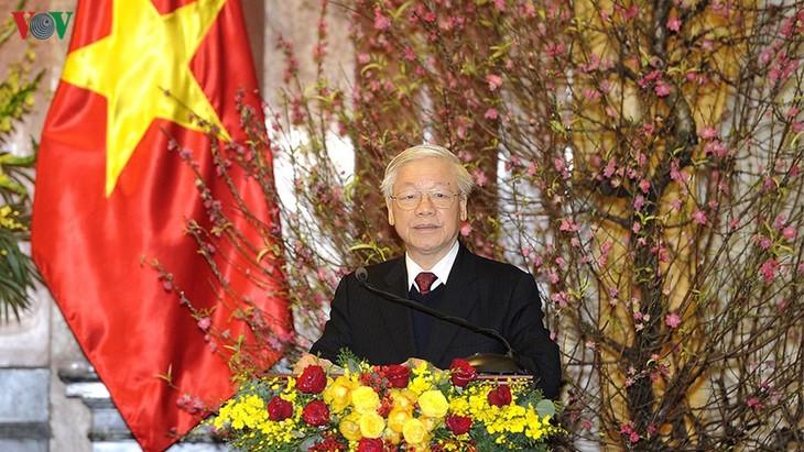 Party leader and President hosts Tet get-together  - ảnh 1