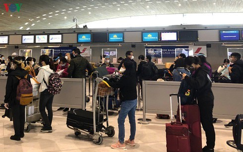 Authorities repatriate Vietnamese  citizens  from the US, France amid pandemic - ảnh 1