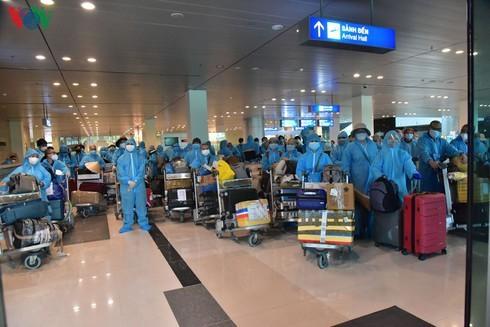 Vietnamese citizens repatriated from India amid COVID-19 - ảnh 1