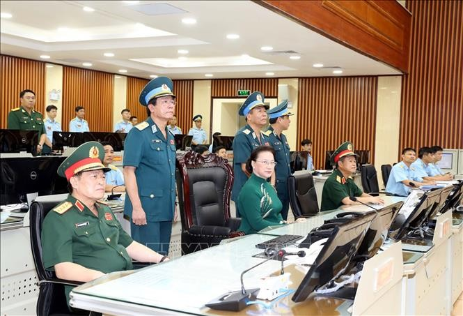 National Assembly Chairwoman visits Air Defense-Air Force - ảnh 2