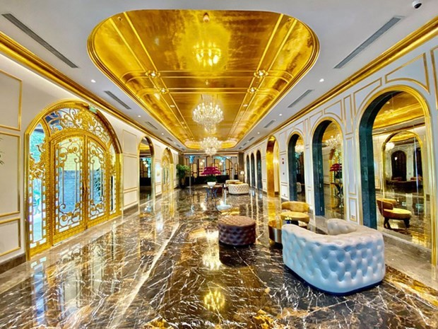 Hanoi's first gold-plated hotel opens  - ảnh 1