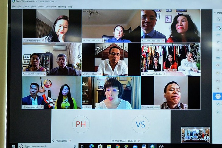 Online conference on connecting overseas Vietnamese in fighting Covid-19 - ảnh 2