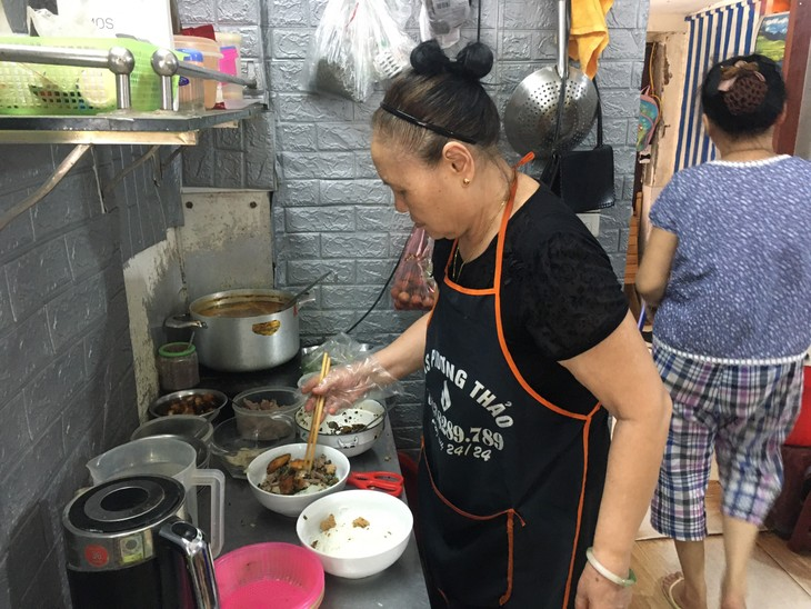 Crab paste vermicelli soup satisfies the palate  - ảnh 2