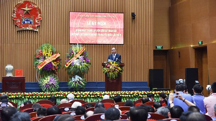PM calls for Procuracy's stronger sense of responsibility in fighting corruption  - ảnh 1