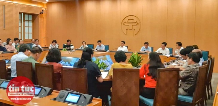 Hanoi closes bars, karaoke parlors, sidewalk tea stalls from August 1  - ảnh 1