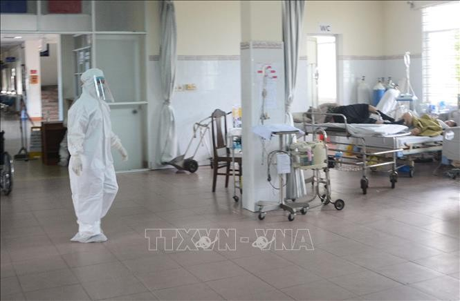 Vietnam reports 11 COVID-19 related deaths, 841 infected people  - ảnh 1